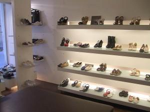 franchising negozio calzature Aprire un negozio di scarpe. Quali sono i  costi d9332128e0c
